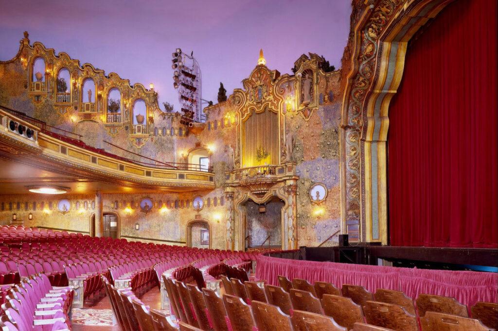 Prunkvolles Theater - die Bühne für deine Webseite.
